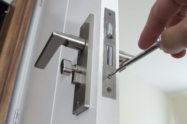 cambiar cerradura puerta aluminio aranjuez